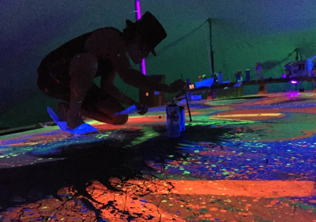 Alec Monopoly Glows W Maldives With Street Arts Maldives Insider - Maldive island beach glow