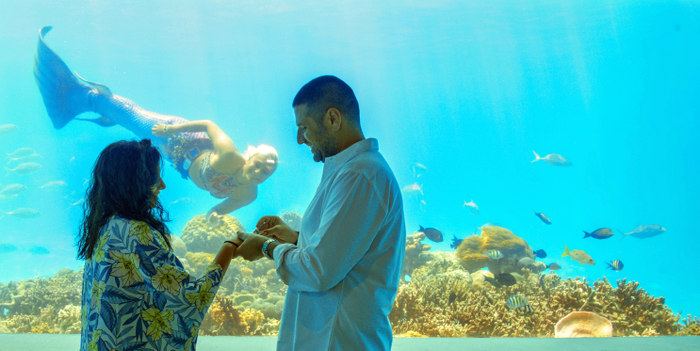 Underwater marriage proposal at OZEN by Atmosphere celebrates love