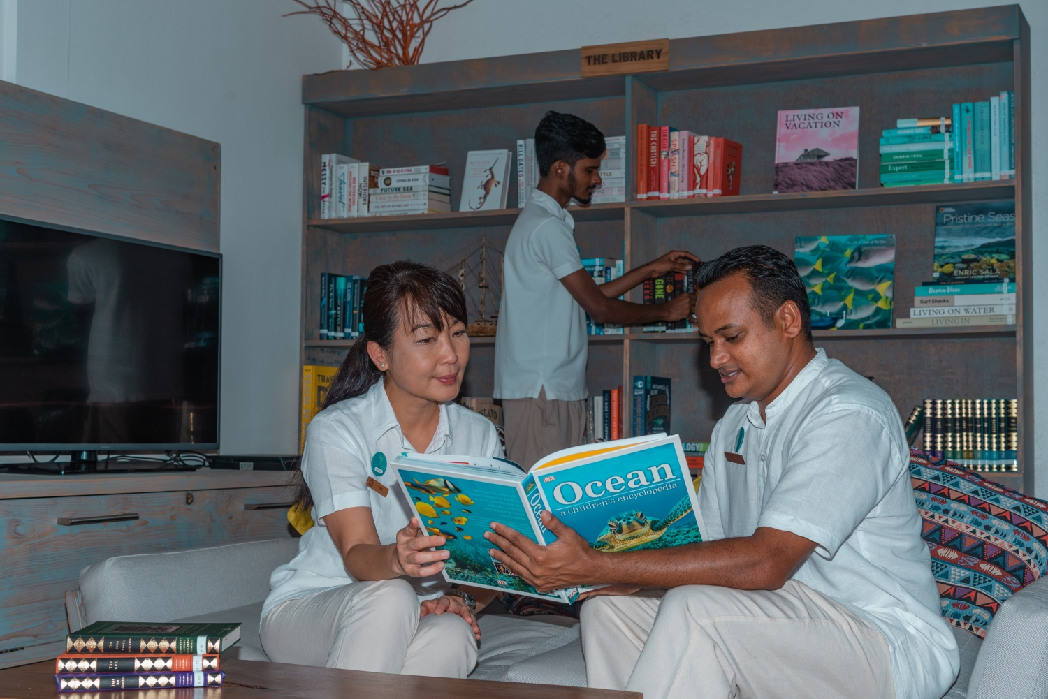 Grand Park Kodhipparu Maldives enhances guest experience with curated library
